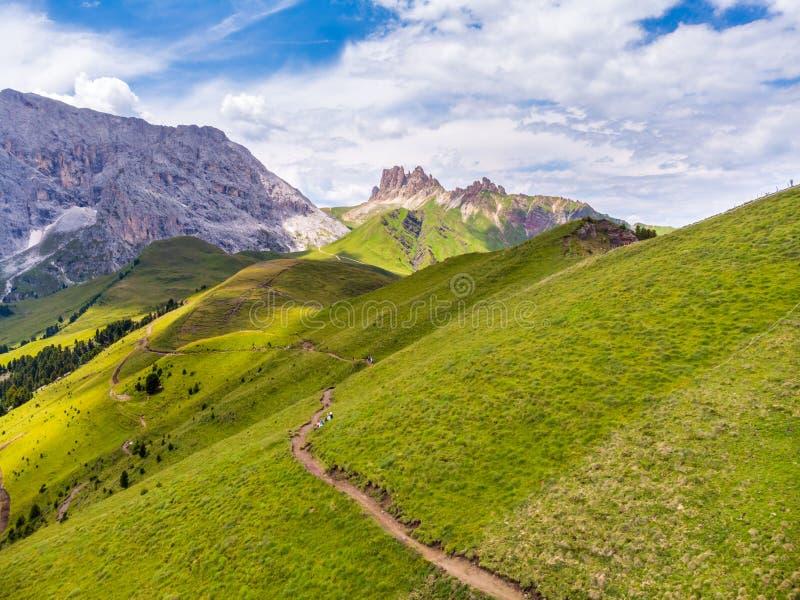 Dolom?as italianas Grupo de las dolomías de Odl en el fondo durante la estación de Autumn Summer El Tyrol del sur, Italia Croda D fotos de archivo libres de regalías