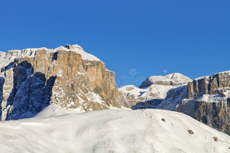 Dolomia italiane nell'inverno da Val di Fassa Ski Area, regione di Trentino-Alto Adige, Italia fotografia stock