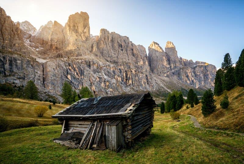 Dolomia, paesaggio dell'Italia a Passo Gardena immagine stock libera da diritti