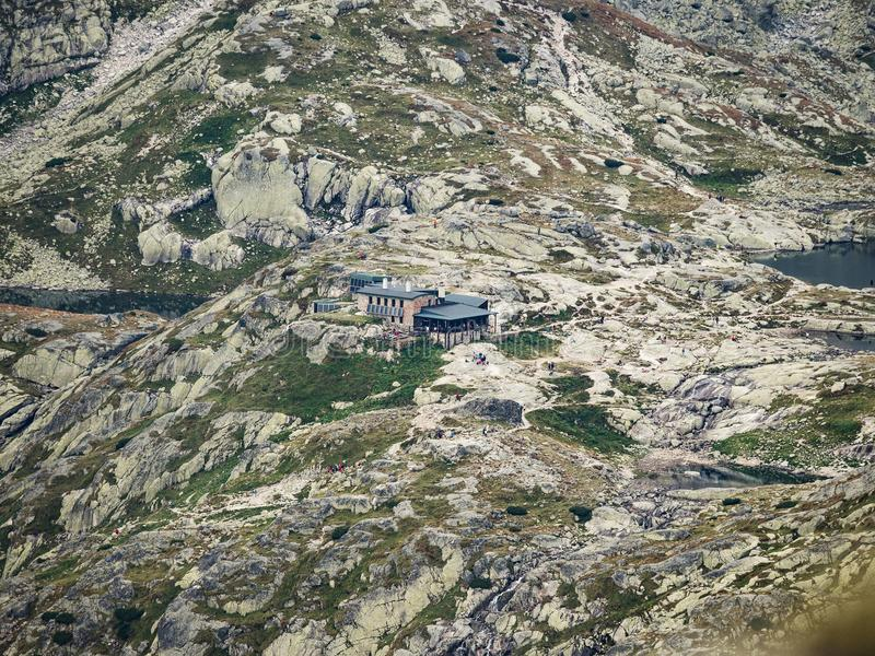 Dolomitberge, Italien Hoch-Gebirgsherberge nannte Teryho Chata im Tal der fünf Spis Seen in Tatra-Bergen, Slowakei lizenzfreies stockbild