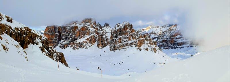 Dolomitberge von Lagazuoi-rifugio lizenzfreie stockbilder