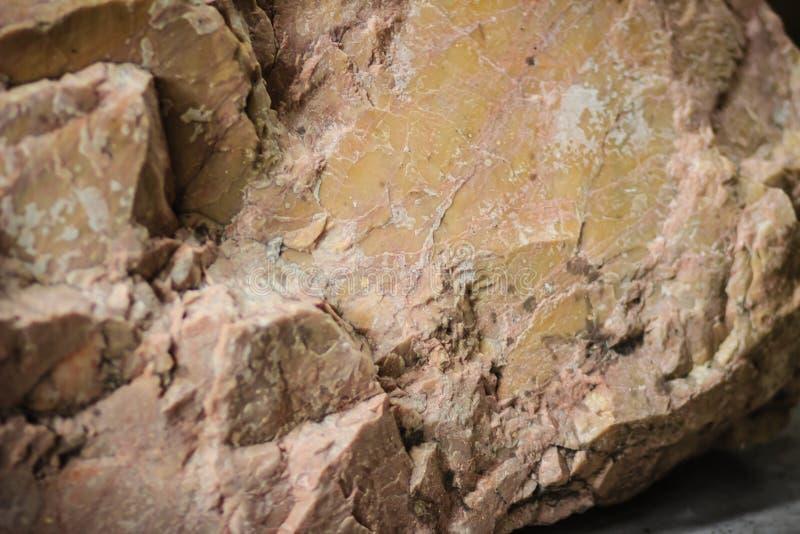 Dolomite vaggar provet från att bryta och att bryta sten branscher Dol arkivfoto