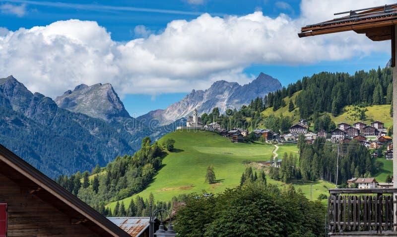 Dolomites, cidade de Selva di Cadore, Vêneto, Itália fotografia de stock royalty free