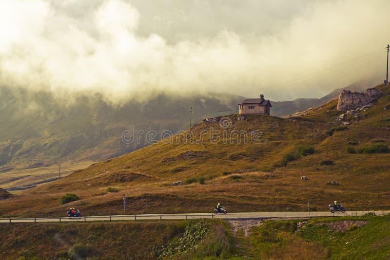 Download Dolomites do inverno imagem de stock. Imagem de névoa - 16867097