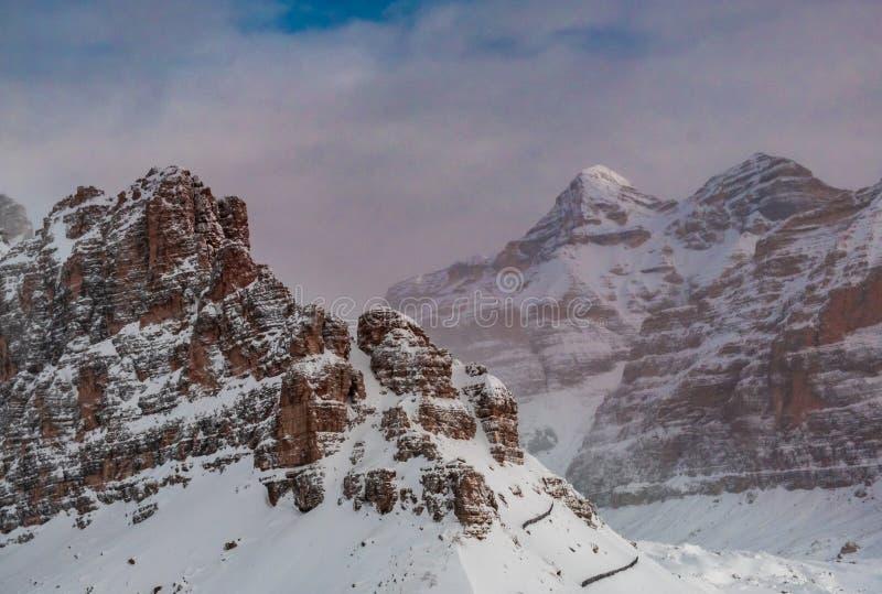 Dolomites italianos prontos para o inverno imagem de stock