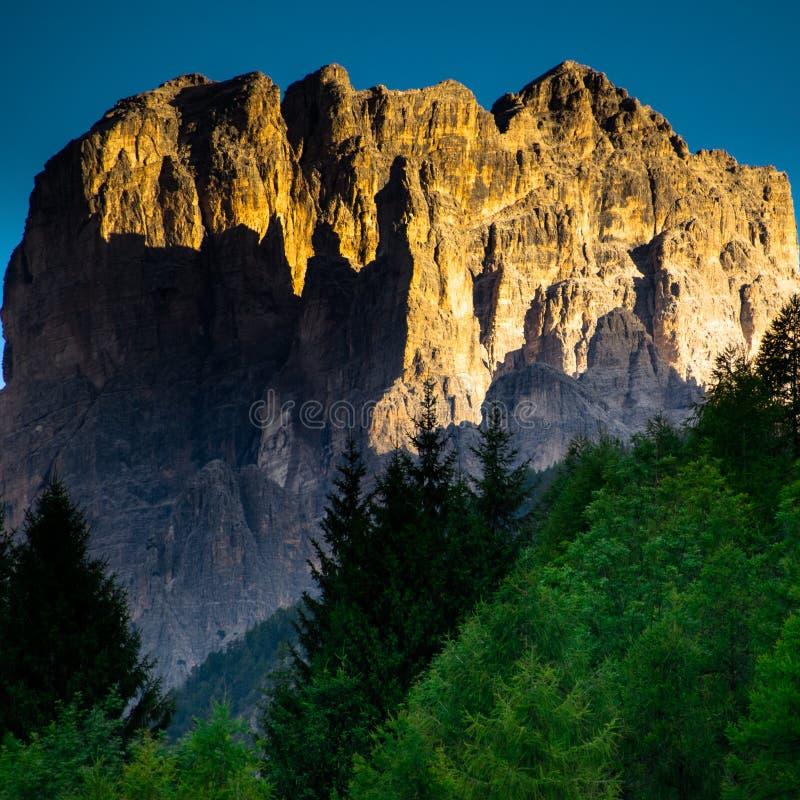 Dolomites Italien, berg mellan regionerna av Veneto och Alto Adige arkivfoto