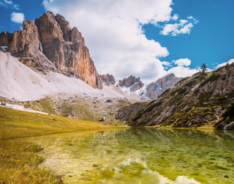 Dolomites See Mitteralplsee lizenzfreie stockbilder