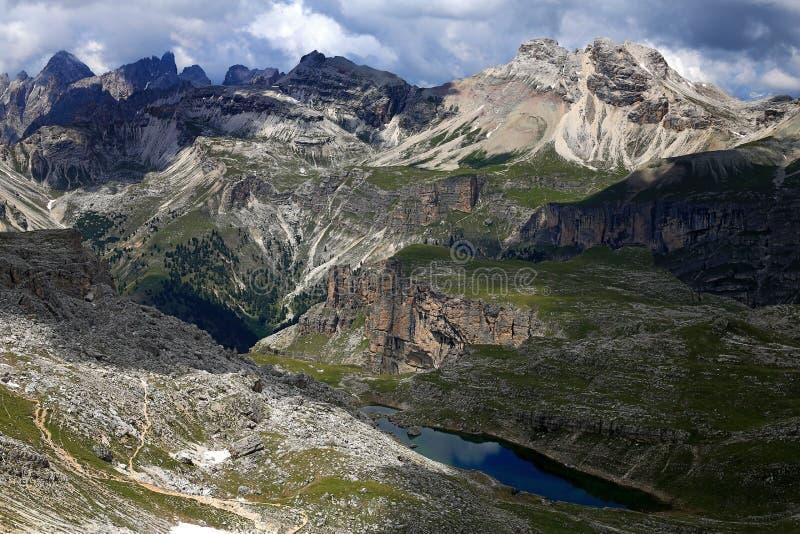 Dolomiti, das im Herzen der Alpen wandert stockbild