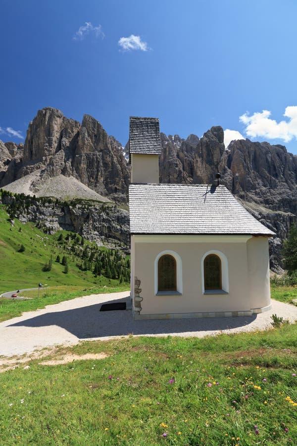 Dolomiti - mały kościół fotografia stock