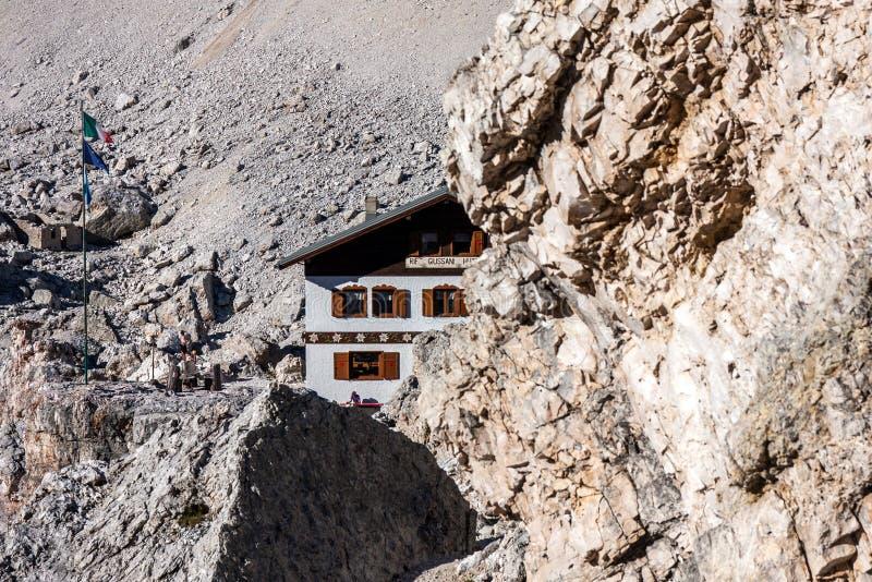 Dolomities - gruppo di Tofane Rifugio Giussani immagine stock