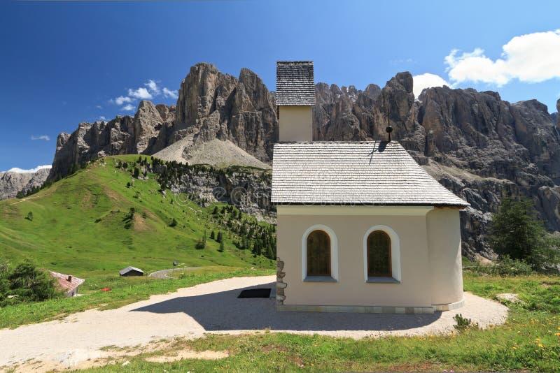 Dolomity - mała kaplica obrazy stock