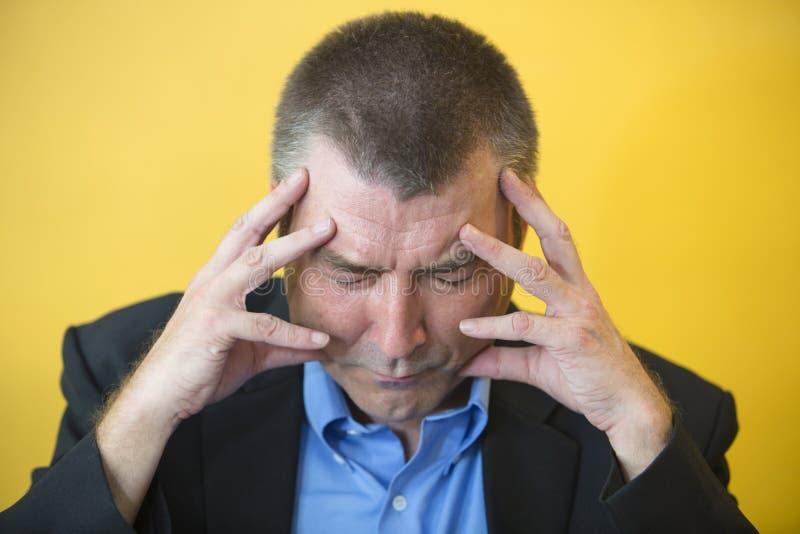 Dolor de cabeza del hombre de negocios foto de archivo libre de regalías