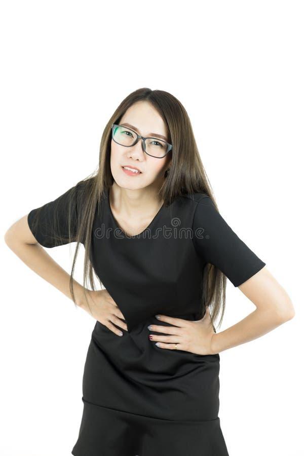 Dolor sufridor de negocios de la sensación asiática joven de la mujer del dolor de estómago foto de archivo libre de regalías