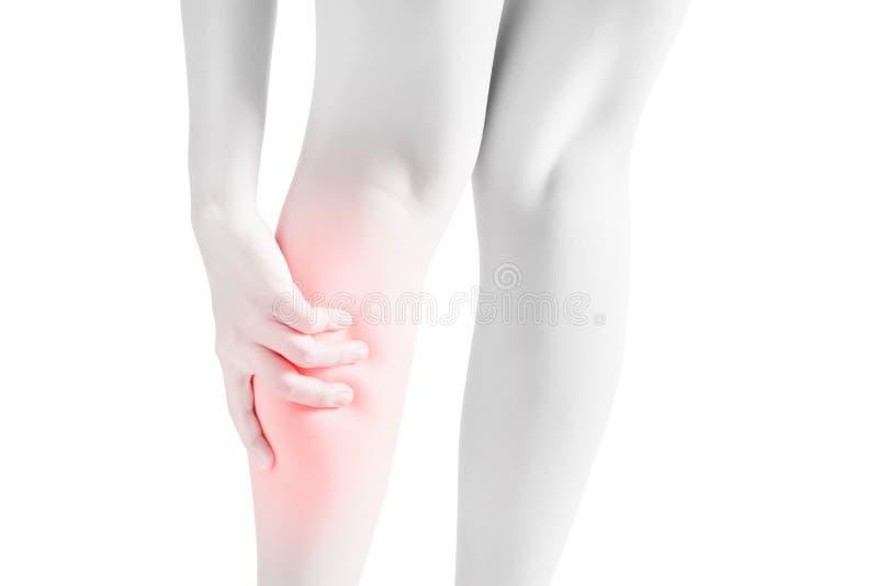 Dolore acuto in una gamba del vitello della donna isolata su fondo bianco Percorso di ritaglio su fondo bianco fotografia stock libera da diritti