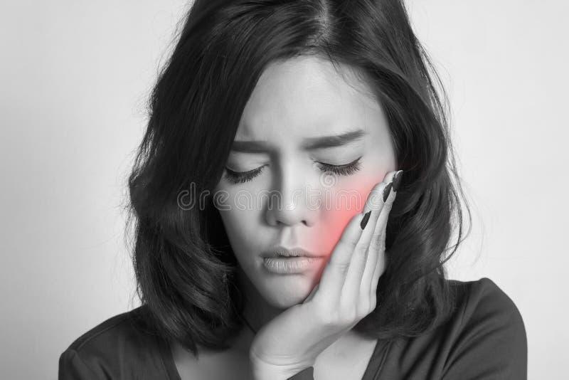 dolore del dente della donna immagine stock