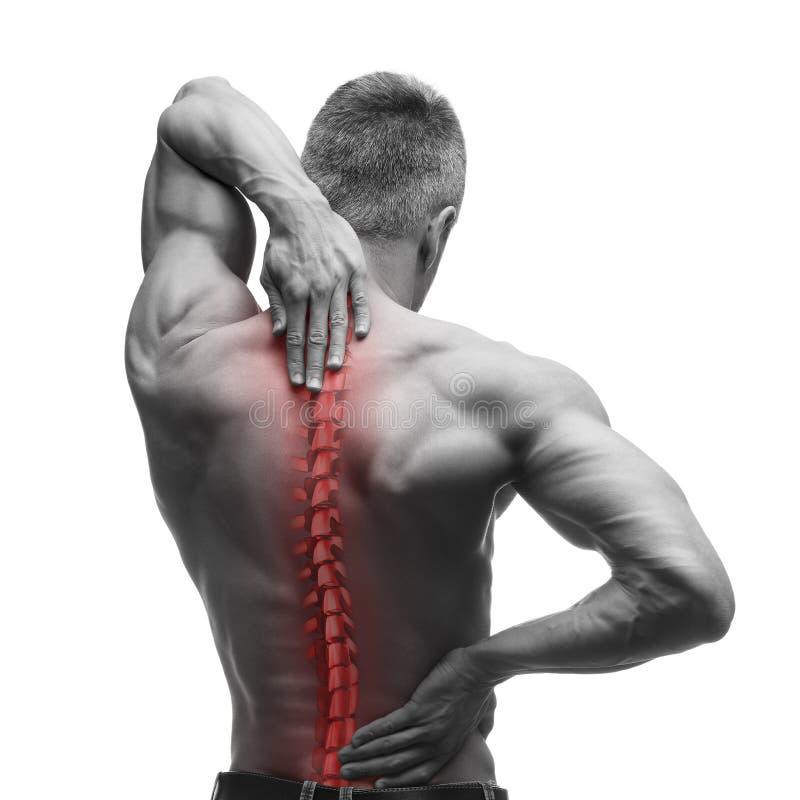 Dolore della spina dorsale, uomo con il mal di schiena e dolore nel collo, foto in bianco e nero con la spina dorsale rossa