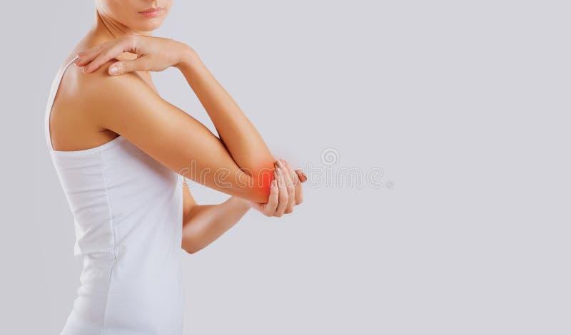Dolore, lesione nell'articolazione del gomito fotografie stock