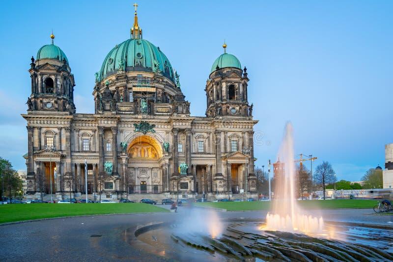 Dom берлинца в городе Берлина, Германии на ноче стоковые изображения