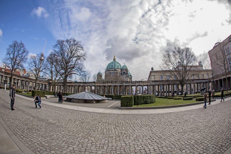 Dom берлинца собора и галерея Alte Nationalgalerie старая национальная в острове музеев Museumsinsel, Берлине стоковое фото