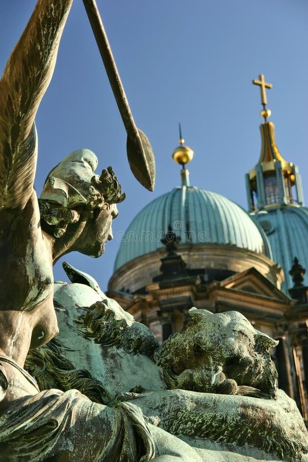 Dom in Berlin lizenzfreies stockbild