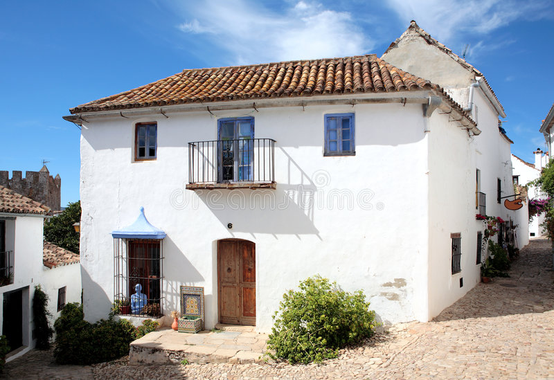 dom brukować pozostałości wąskiej hiszpańskie ulic zdjęcie stock