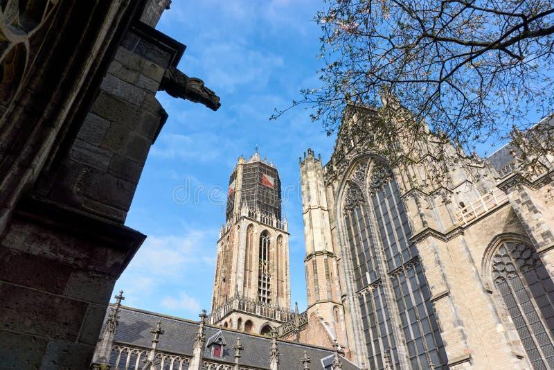 Dom Church y Dom Tower en Utrecht los Países Bajos fotos de archivo