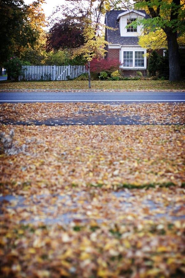 dom jesienią fotografia stock
