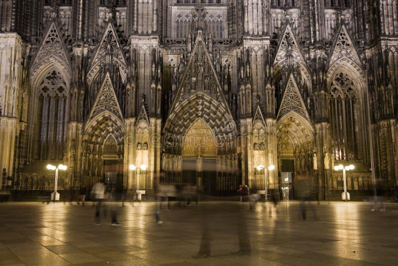 Dom in Keulen bij nachtverlichting royalty-vrije stock fotografie