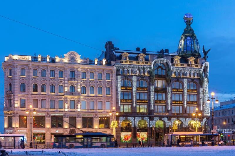 Dom Knigi Bookstore adornó para la Navidad, St Petersburg imagen de archivo libre de regalías