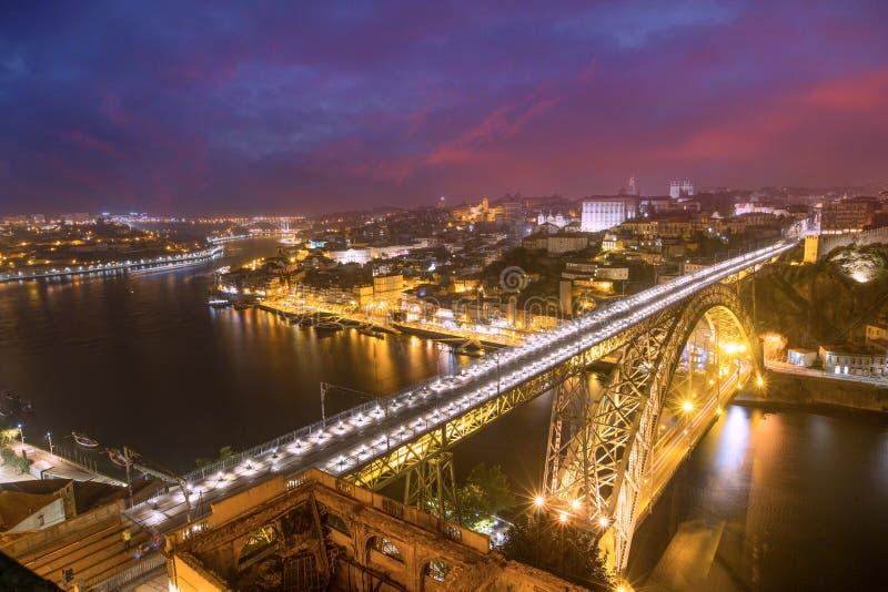 Dom Luis Bridge na cidade da cidade de Porto, Portugal foto de stock royalty free
