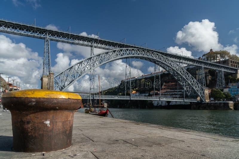DOM luis del ponte nella città di Oporto fotografie stock