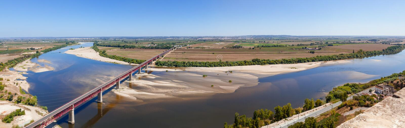 Dom Luis I Bridge crossing the Tagus River (Rio Tejo) stock photography