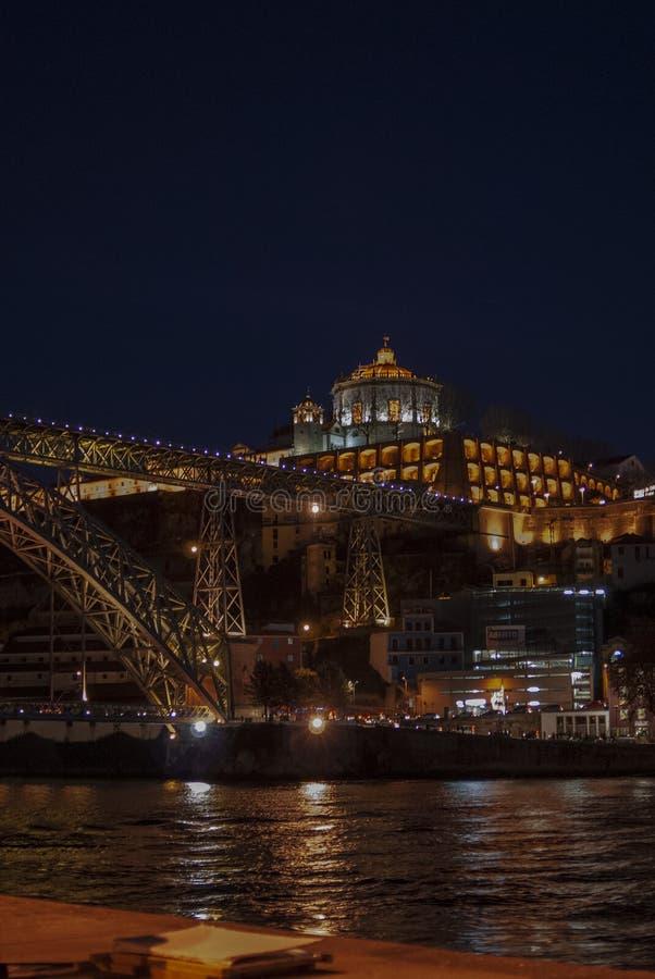 Dom Luis I bro över den Douro floden och kloster av Serra att göra Pil royaltyfria bilder