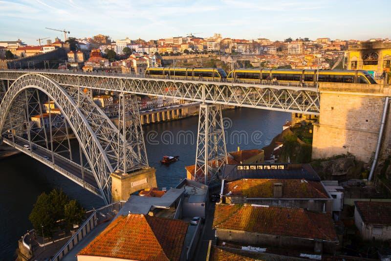 Dom Luis odprasowywam most nad Douro rzeką, Porto, Portugalia Turystyka fotografia stock