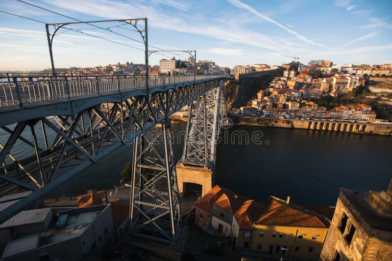 Dom Luis odprasowywam most nad Douro rzeką przy Porto, Portugalia Podróż obrazy stock