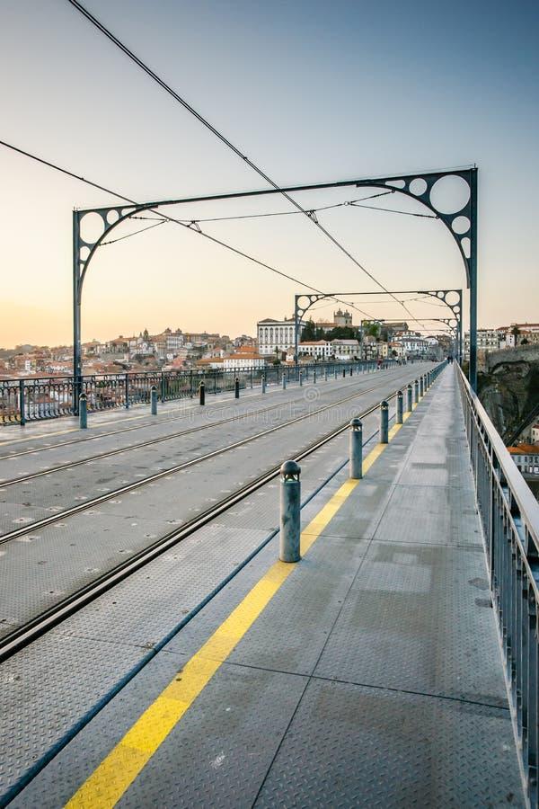 Dom Luis Portugalia, Przerzucam most nad rzecznym Douro w Porto zdjęcia stock