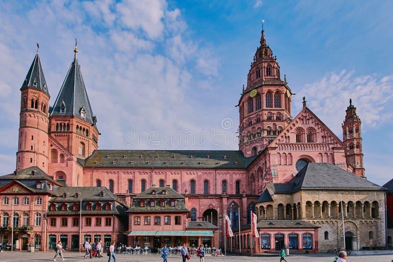 Dom Mainz in de oude stad stock fotografie
