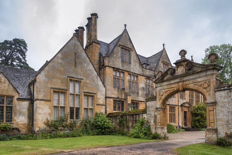 Dom Manor House zbudowany w architekturze okresu Jacobeana 1630 w gigantycznym kamieniu, w wiosce Cotswold w Stanway Gloucestersh obrazy stock