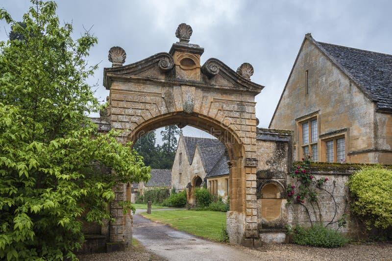 Dom Manor House zbudowany w architekturze okresu Jacobeana 1630 w gigantycznym kamieniu, w wiosce Cotswold w Stanway Gloucestersh zdjęcie royalty free