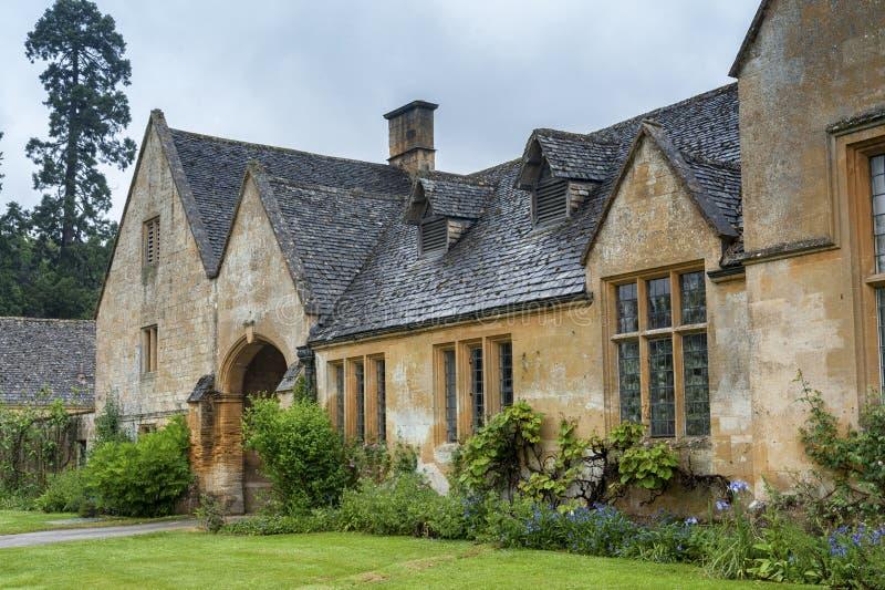 Dom Manor House zbudowany w architekturze okresu Jacobeana 1630 w gigantycznym kamieniu, w wiosce Cotswold w Stanway Gloucestersh fotografia royalty free