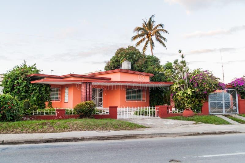 Dom na przedmieściach Camaguey, Cu obrazy stock