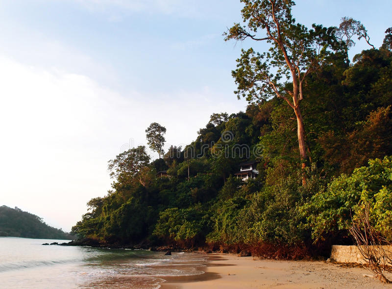 Dom na tropikalnej falezie zdjęcie stock