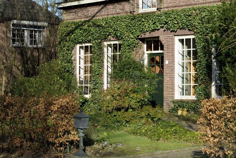 dom na wsi idylliczny obraz stock
