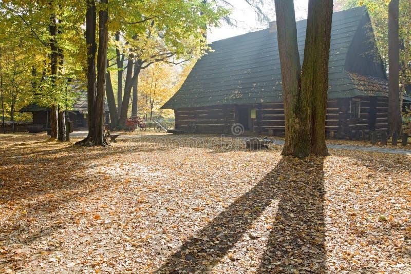 Dom na wsi w jesieni zdjęcia royalty free