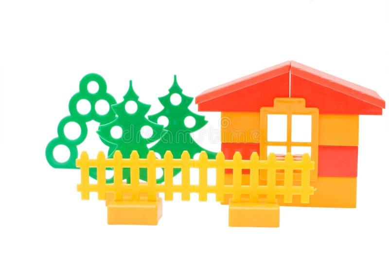 Download Dom Odizolowywający Nad Zabawkarskim Biel Obraz Stock - Obraz złożonej z pojęcie, konstrukcja: 13338685