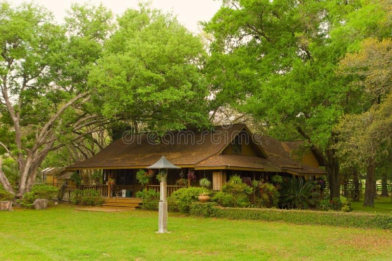 Dom przy końskim gospodarstwem rolnym w Florida obraz royalty free