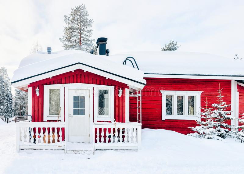 Dom przy renifera gospodarstwem rolnym Finlandia w Lapland w zimie obrazy royalty free