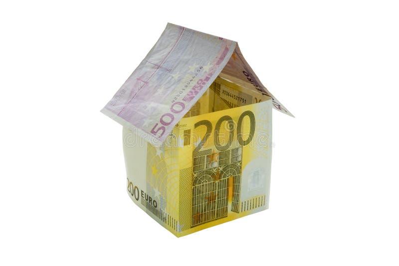 Dom robić od euro rachunków odizolowywających na białym tle zdjęcie stock