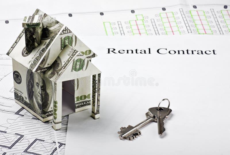 Dom robić pieniądze nowy dom i klucze fotografia royalty free