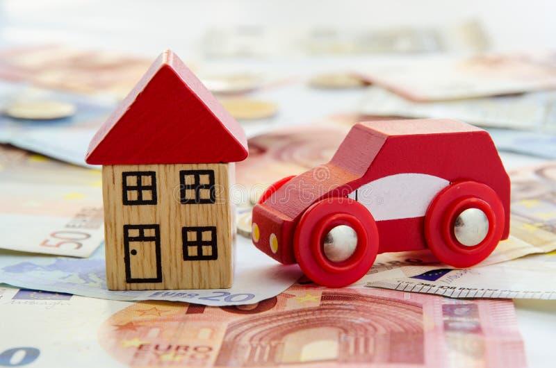 Download Dom, samochód i banknoty, obraz stock. Obraz złożonej z pieniężny - 57652375